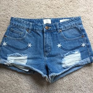 Mid-waist denim shorts